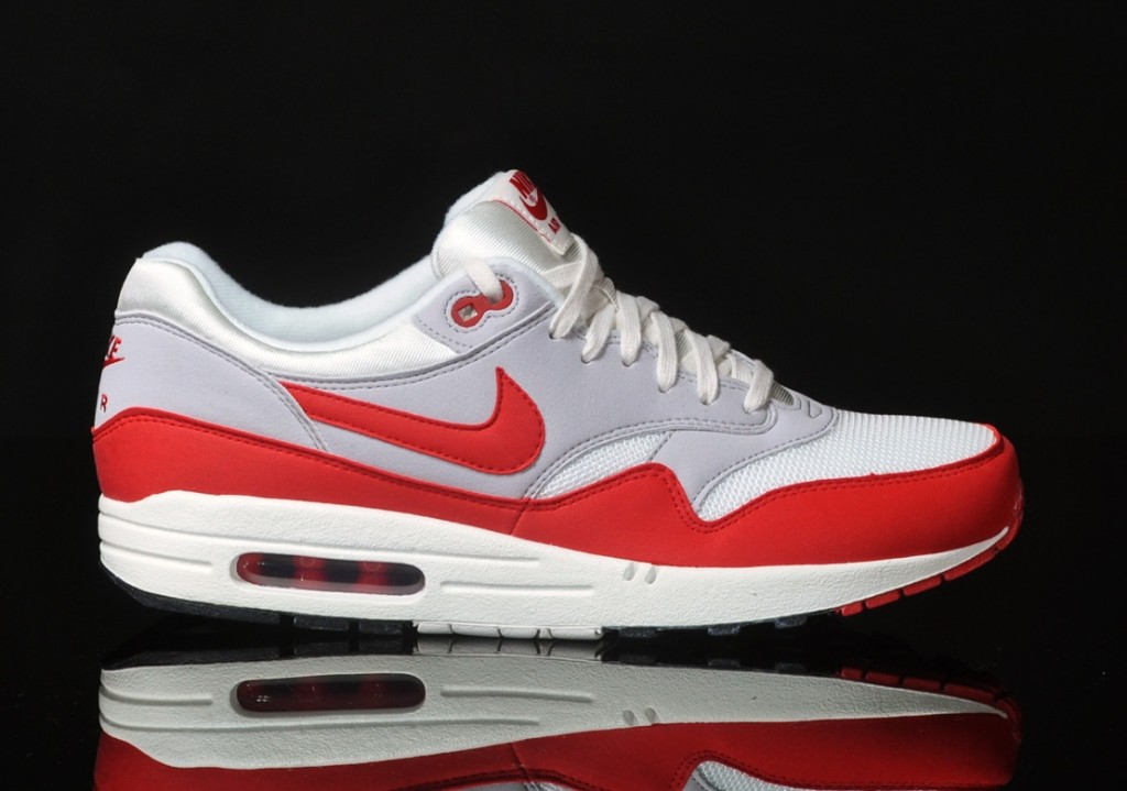 red and white nike air max