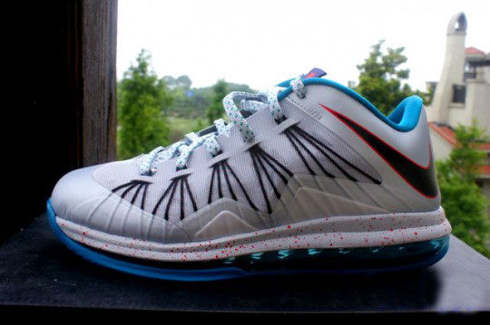 LeBron_X_Low_Hornets