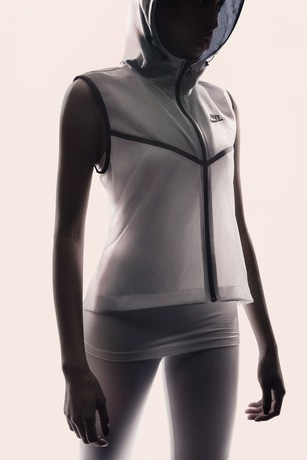 Su14_NSW_Tech_Pack_Hyperfuse_Vest_W_A_01_29269
