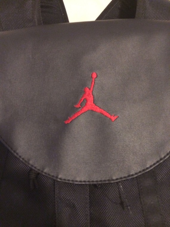 air-jordan-11-bred-bag-05-570x760