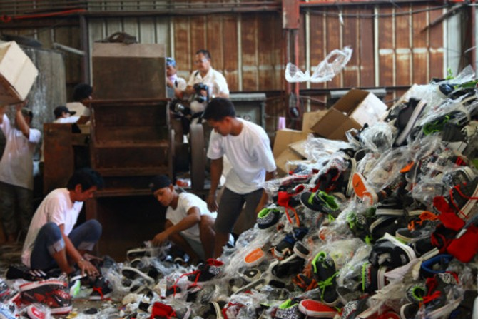 Fake-Sneakers-Valued-at-1-Million-Are-Destroyed-2