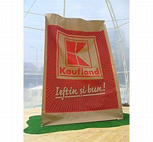 290509_035508_Kaufland Romania unveiled Largest Shopping Bag Made of Paper