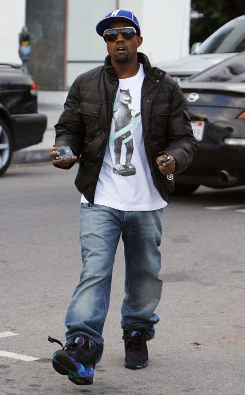 12-07-07 West Hollywood, CA Exclusive: Rapper KANYE WEST, who is nominated for eight Grammy's, in a good mood while shopping for new furniture in West Hollywood... Exclusive Pix by Most Wanted/Flynet ©2007 818-307-4813 Nicolas 323-833-7042 Nicolas 323-974-6007 Jay 310-466-8617 Scott